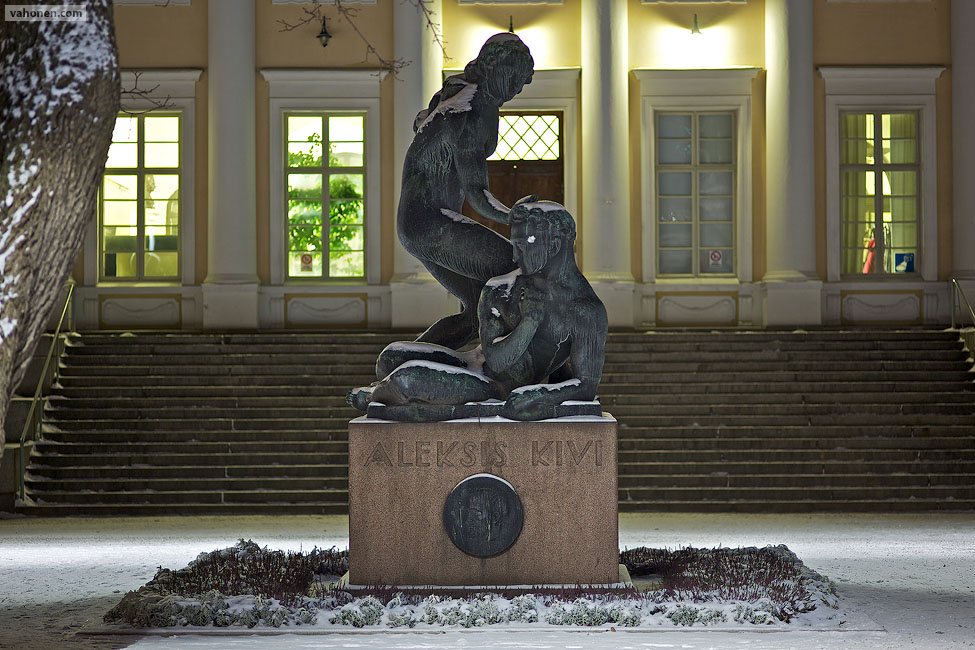 Aleksis Kivi statue